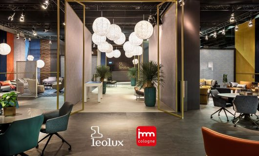 Leolux Touch Table in showroom